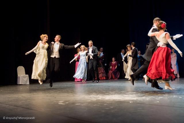 Czy taniec, który unosi tancerzy (i widzów) nad ziemią, może nie mieć wystarczającego charakteru?