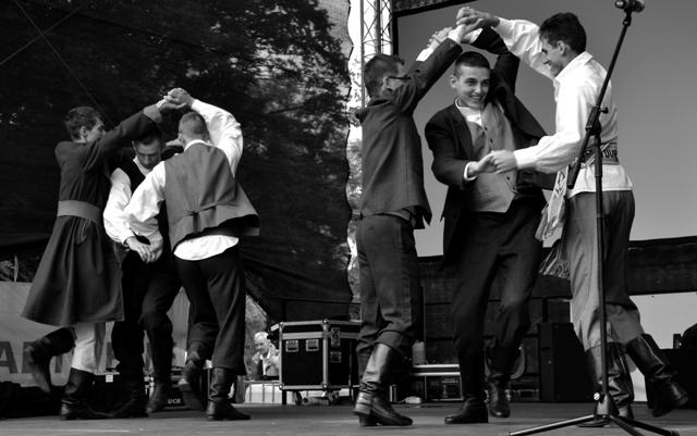 Kozak w wykonaniu chłopaków z ZPiT Suwalszczyzna, w Waren (Niemcy) w lipcu 2013 roku. Fot. W. Szumiński
