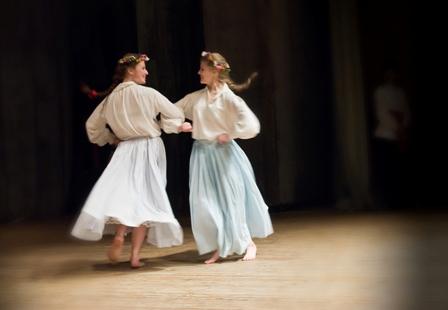 Dziewczęta w tańcu. Fot. K.Mierzejewski