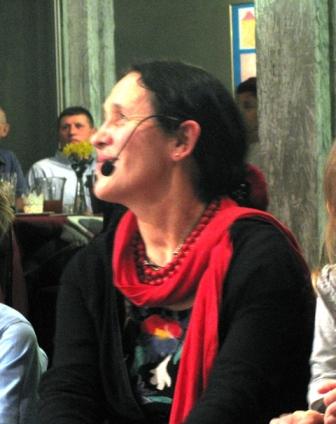 Teraz już chyba odetchnęła, sprawczyni zamieszania, Małgorzata Wojdełko, choreograf, kierownik artystyczny opiekun umiłowanego  zespołu naszego.