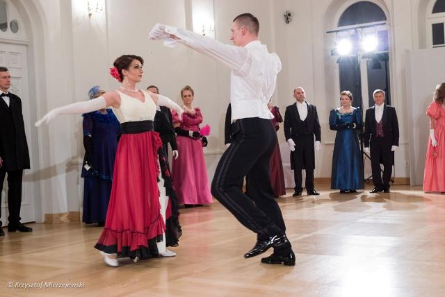 Nowinka taneczna z paryskich salonów - pas d'Espagne. Salon suwalskiej resursy, 6.11.2015.