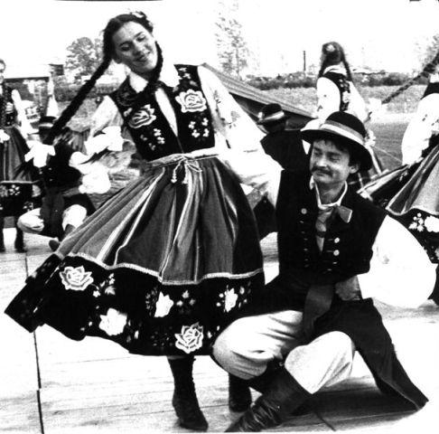 Cóż wart byłby zespół bez tradycji, jedni przychodzą dla tańca, inni dla tradycji, kolejni dla urody naszych dziewcząt.