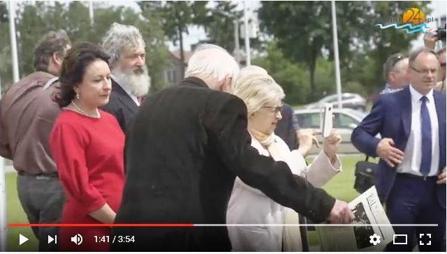 Dla spostrzegawczych obywateli Suwałk: jakim wydawnictwem macha, gestykulując, Andrzej Strumiłło? Odpowiedź: ZPiT Suwalszczyzna czuwa!